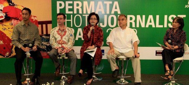 """Peluncuran Permata Photojournalist Grant 2012: """"Komitmen di Dunia Pendidikan Dalam Meningkatkan Kualitas Pewarta Foto Indonesia"""""""